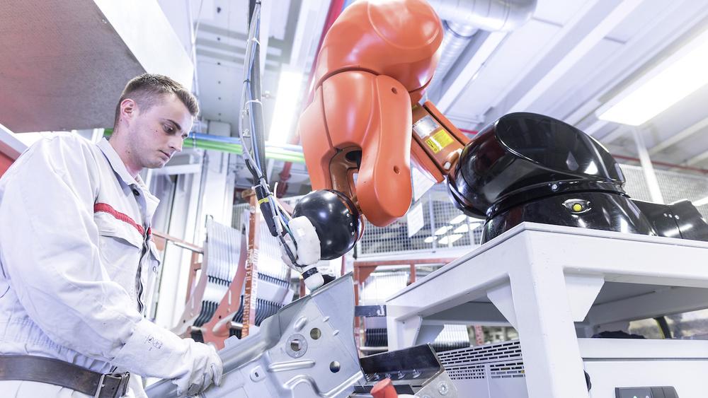 роботы на заводе Ауди