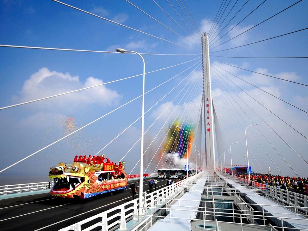 Шанхайский туннель и мост через реку Янцзы