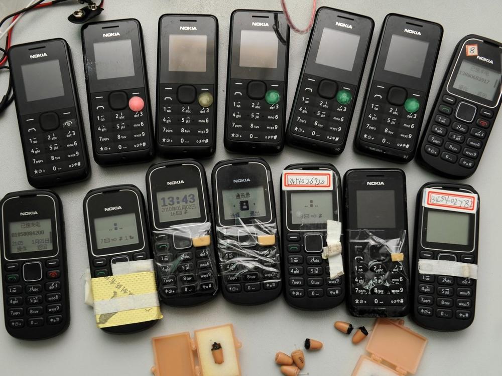 конфискованные телефоны перед экзаменом