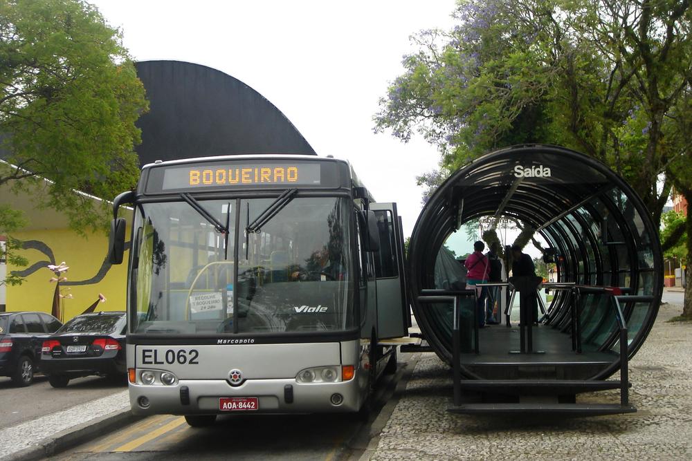 Автобус с персональными дорогами