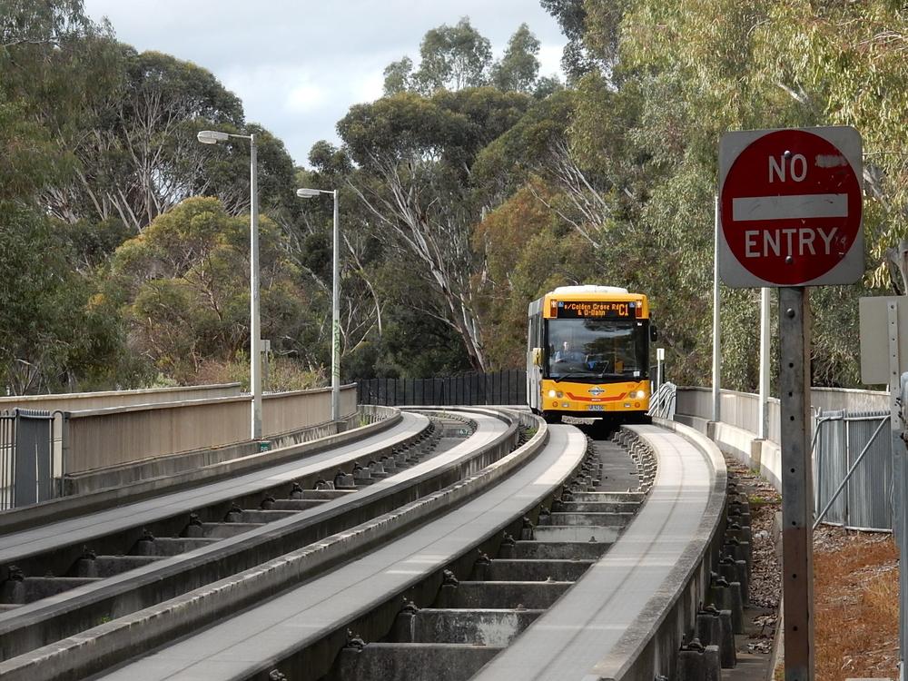 Автобус с направляющими в Аделаиде, Австралия