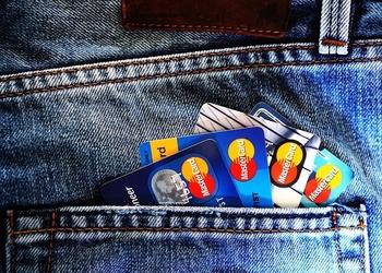 Впереди праздники. Что нужно знать туристу о деньгах за границей?
