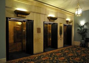 Оператор лифта — пока что единственная профессия, в которой роботы полностью заменили человека