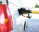 Скільки коштує бензин у різних країнах світу і чому він такий дорогий для українців