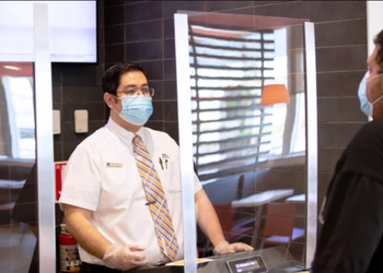 """Як буде працювати """"МакДональдз"""" з послабленням карантину — 5 фактів з інструкції від центрального офісу"""