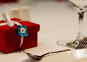 Что подарить настоящей украинке? Универсальные подарки для патриотичных девушек