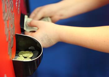 Расскажите детям о деньгах до того, как им исполнится 12 лет, чтобы в 30 лет они не брали долларовые кредиты при гривневой зарплате