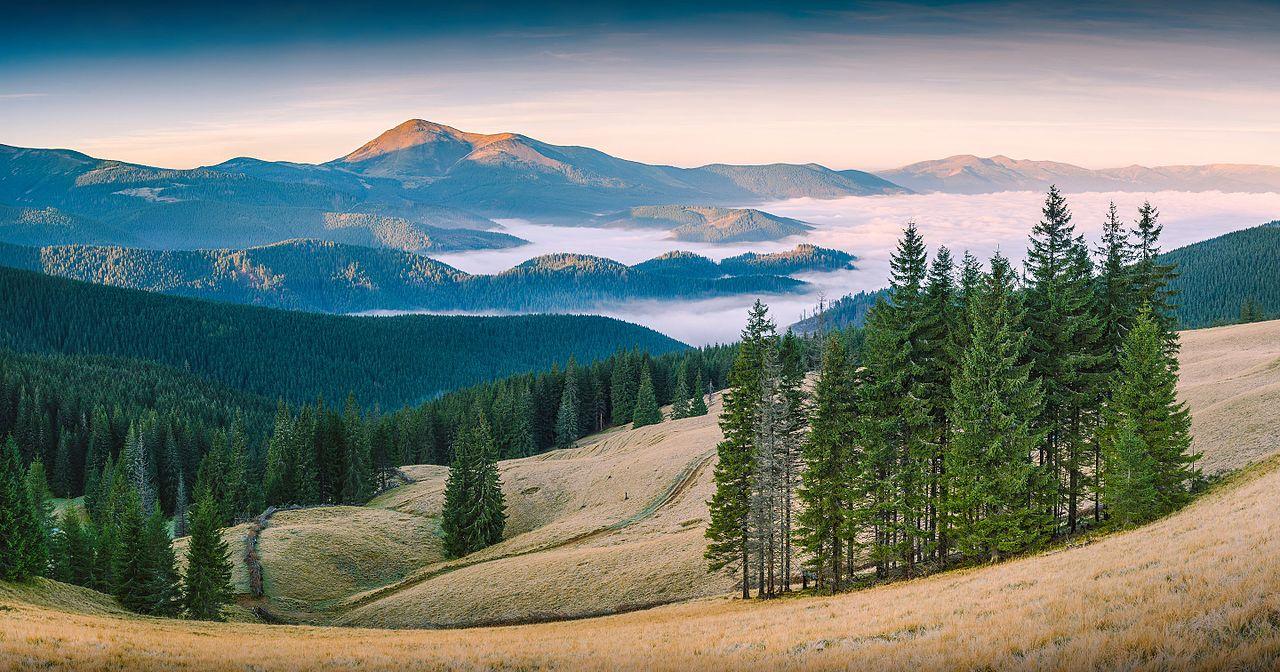Красные карпатские горы
